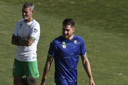 Javi García habla sobre la falta de minutos, jugar como central, los objetivos del Betis...
