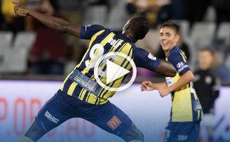 Bolt anota su primer doblete como jugador de fútbol