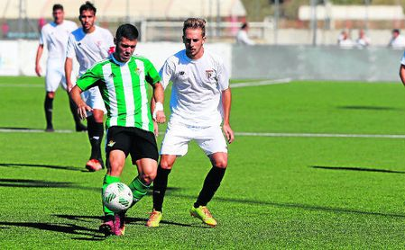 Julio Gracia y Víctor Morillo en el último Sevilla C-Betis B, en la temporada 16/17, saldado con un 2-0.