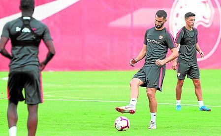 Amadou y Gonalons se han quedado en Sevilla realizando trabajo de fisioterapia para avanzar en sus respectivas recuperaciones.