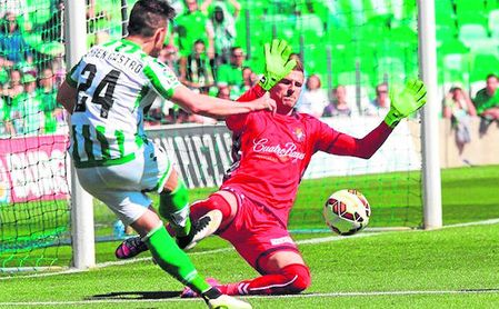 Rubén Castro firmó un ´hat-trick´ en la última visita del Valladolid al Benito Villamarín en marzo de 2015, con ambos equipos en Segunda.