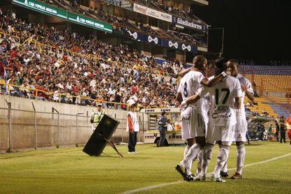 Caldas y Nacional juegan una final inédita de la Copa Colombia, que da un cupo a la Libertadores