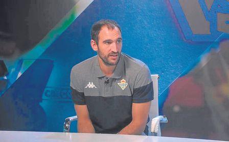 El base catalán Dani Rodríguez acudió a la televisión oficial del Betis esta semana.