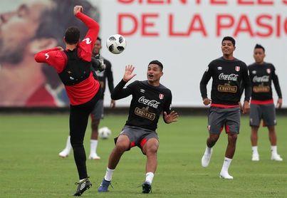 Perú no se siente ni inferior ni superior a Ecuador, afirma Santamaría