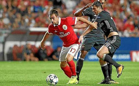 Andrija Zivkovic, de 22 años, ha sido relacionado con el Sevilla en más de un mercado de fichajes.