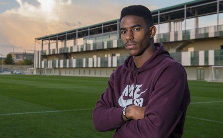Junior posa para ESTADIO en la ciudad deportiva del Betis.