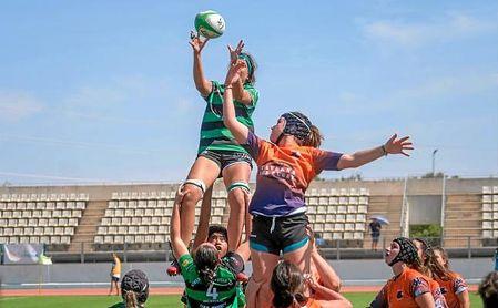 Las Cocodrilas durante el choque ante el INEF Rugby.