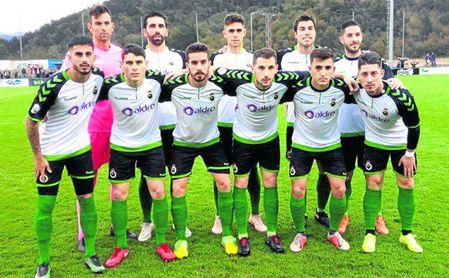 Once del Racing en el último partido liguero en el Grupo II de Segunda B ante el Amorebieta (1-3).
