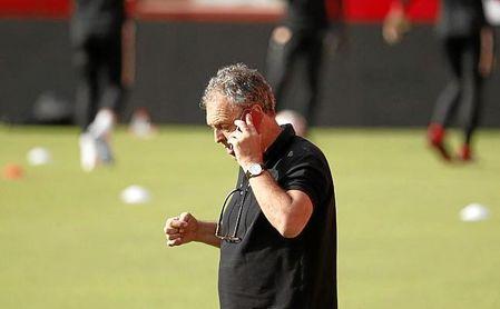 Caparrós no quiere hipotecar el futuro del club.