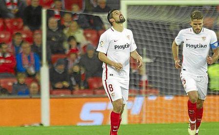 Nolito mira al cielo tras marcar el 0-1 en San Mamés.