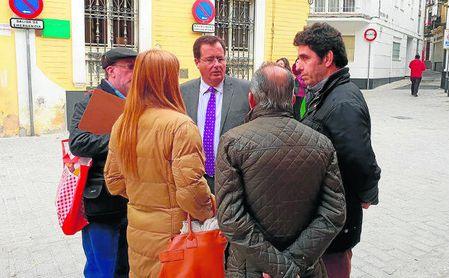 El concejal delegado del distrito Casco Antiguo, Juan Carlos Cabrera (PSOE), recorrió las obras.