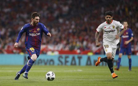 Final de la Copa del Rey disputada entre Sevilla y Barcelona. En la imagen, Messi y Banega.