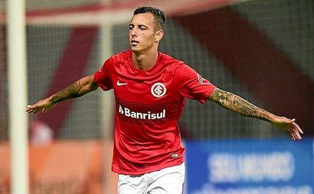 El pase de Iago Amaral Borduchi pertenece al Inter de Porto Alegre.