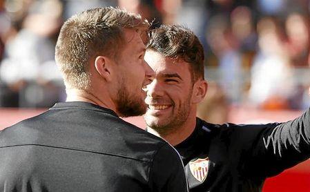 Vaclik y Juan Soriano, en un entrenamiento del Sevilla.