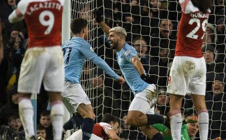 Agüero somete al Arsenal