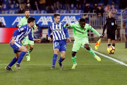 2-0. Laguardia y Jony reconducen el camino del Alavés