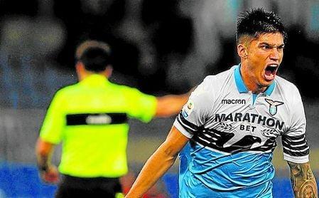 El ´Tucu´ Correa, celebrando un gol con la elástica de la Lazio.