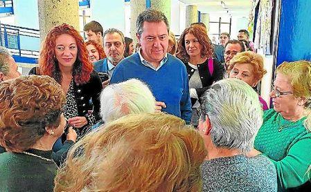 Juan Espadas visitó varios centros en el Distrito Macarena.