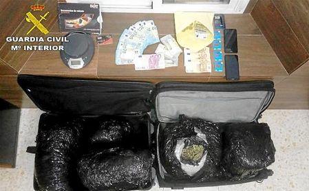 Detenido cerca de Guillena un conductor portugués acusado de llevar 12 kilos de marihuana en su coche