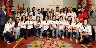 El equipo femenino Autoconsa El Salvador visita la sede de la Diputación de Valladolid