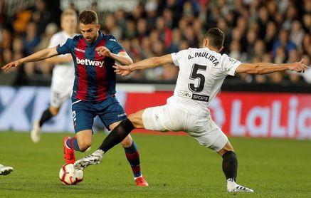 Dos derrotas en 24 partidos impulsan al Valencia en las tres competiciones