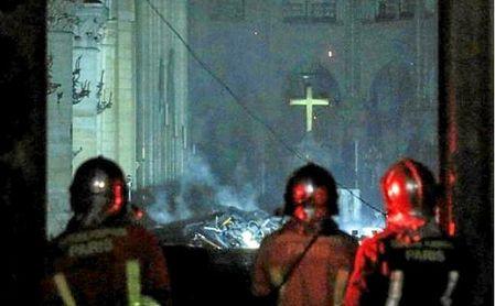 El incendio de Notre Dame, extinguido; su futuro, incierto