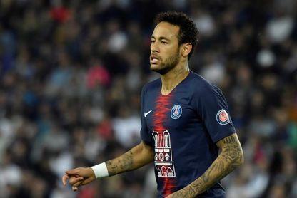 Neymar reaparece con el París Saint Germain tres meses después