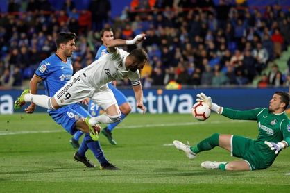 Benzema perdona en la primera parte (0-0)