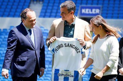 Pedro Sánchez visita el entrenamiento de las campeonas de la Copa de la Reina