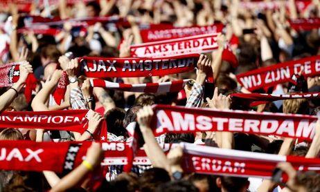 Decenas de miles de personas festejan en Ámsterdam el 34º título del Ajax