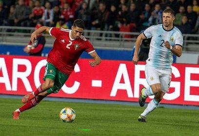 Achraf Hakimi se entrena en Murcia