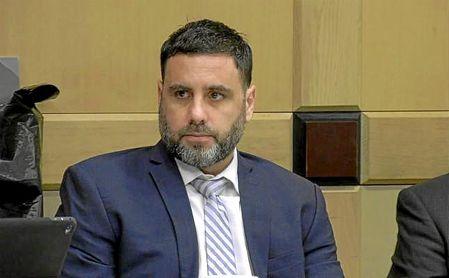 Pablo Ibar esquiva la pena de muerte al condenarle el jurado a cadena perpetua por un triple crimen en Florida.