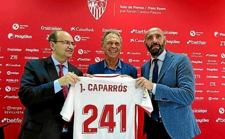 Caparrós se ha despedido hoy como entrenador del Sevilla.