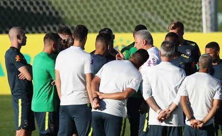 Brasil comienza a mostrar variables en un entrenamiento con solo ocho jugadores