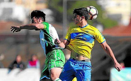 Tomares y Rociera se verán las caras por tercera vez esta campaña, hoy, con un ascenso en juego; en Liga, los tomareños vencieron en terreno nazareno, empatando en la segunda vuelta.