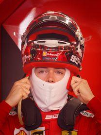 Ferrari domina los ensayos; Hamilton besa el muro y Sainz se suelta en Canadá