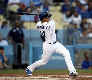 3-2. Hernández pega jonrón y conduce la victoria de los Dodgers