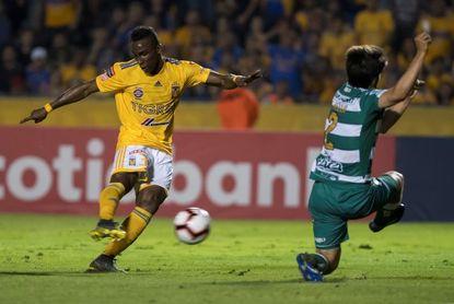 Colombiano Julián Quiñones dice que el fútbol da revanchas y espera la suya