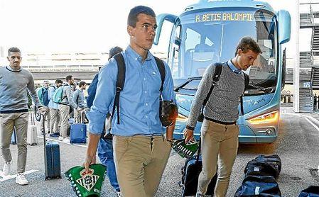 El argentino Lo Celso, en un viaje con la expedición del Betis.