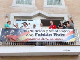 Fabián fue recibido en su localidad con honores.