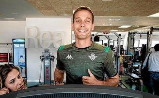 Sergio Canales, en el primer día de trabajo con el Betis.