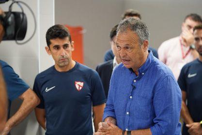 Caparrós ha estado en el entrenamiento del Sevilla Atlético de este miércoles.