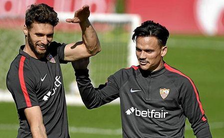 A Sergi Gómez y Roque Mesa les ha cogido por sorpresa la decisión de Monchi.