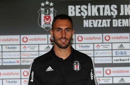 El Villarreal traspasa a Víctor Ruiz al Besiktas turco