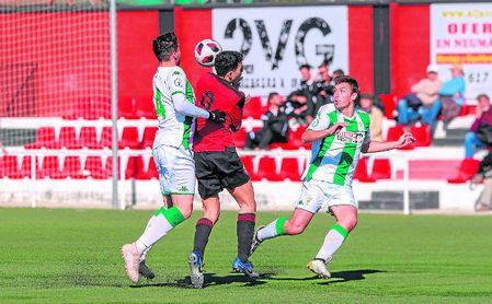 El José Juan Romero cruza los dedos por seguir viendo fútbol en Tercera.