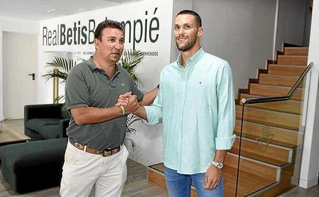 Catalán asegura que la plantilla está cerrada, a la espera de fichar un compañero (Álex Moreno) para Pedraza en la izquierda.