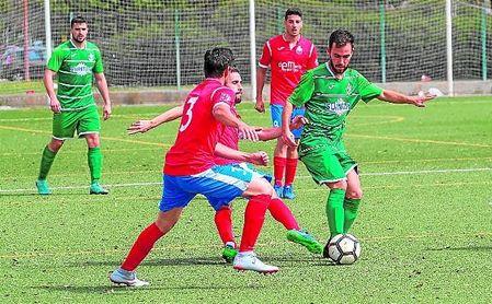 Lance del Andalucía Este-Herrera, dos equipos que se volverán a ver las caras la próxima temporada.