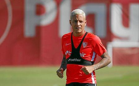 Arana, en un entrenamiento con el Sevilla.