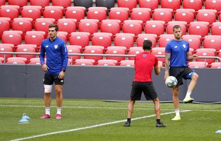 Córdoba (Athletic) se resiente de sus molestias en una rodilla