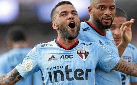 Daniel Alves: debut, gol y delirio en Sao Paulo